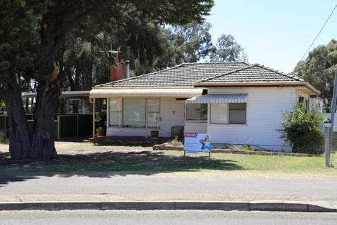 32 Johns Street, Sinclair, 6450, East - House / Bigger Than You Expect / Carport: 2 / Garage: 2 / Secure Parking / Air Conditioning / Toilets: 2 / $349,000