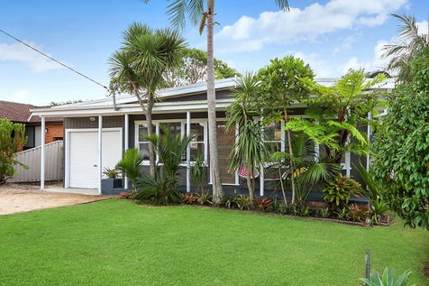 30 Fourth Avenue, Toukley, 2263, Central Coast - House / Two bedrooms, light, bright and airy lounge/dining area / Carport: 1 / P.O.A