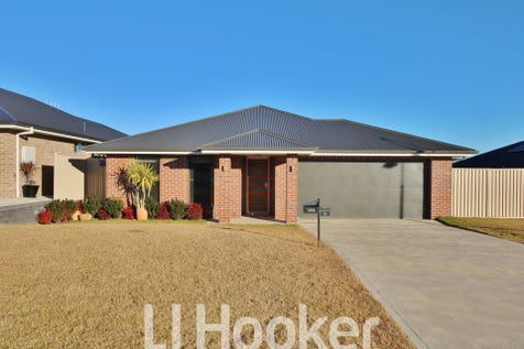 18 Keane Drive, Kelso, 2795, Central Tablelands - House / VENDOR SAYS SELL / Garage: 2 / Living Areas: 2 / Toilets: 2 / $529,500