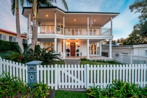1 View Street, The Entrance, 2261, Central Coast - House / Gorgeous Hamptons Style Luxury Home By The Water – Amazing in Every Way… / Balcony / Fully Fenced / Built-in Wardrobes / Dishwasher / Open Fireplace / Rumpus Room / $1