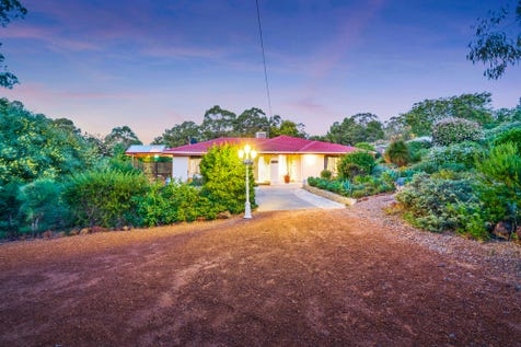 260 Brooking Road, Mahogany Creek, 6072, North East Perth - House / Room For The Extended Family / Carport: 2 / Garage: 2 / Toilets: 3 / $630,000