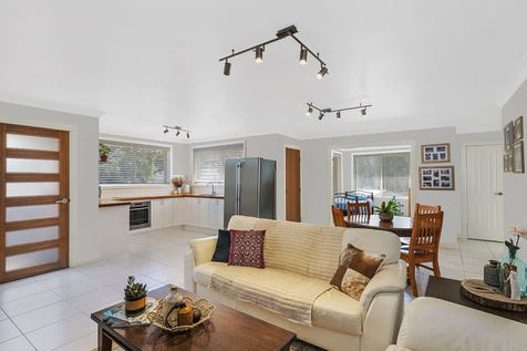 2/1 Eden Close, Kanwal, 2259, Central Coast - Duplex/semi-detached / Light, Bright and Sure to Delight / Garage: 1 / $440,000