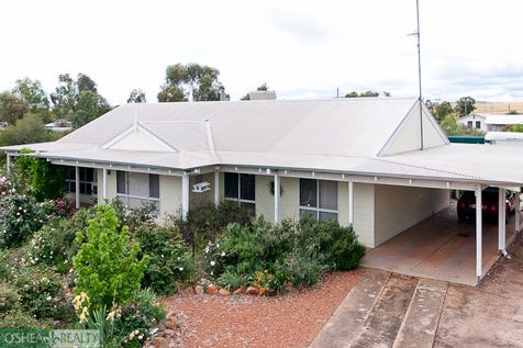 9 Fettlers Lane, Spencers Brook via, Northam, 6401, East - House / Time to smell the roses..... / Fully Fenced / Outdoor Entertaining Area / Shed / Carport: 1 / Garage: 2 / Secure Parking / Broadband Internet Available / Built-in Wardrobes / Evaporative Cooling / Open Fireplace / Study / Workshop / Ensuite: 1 / $295