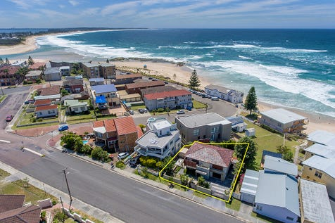 62 Ocean Parade, The Entrance, 2261, Central Coast - House / Ultimate Beach Escape / Balcony / Courtyard / Deck / Outdoor Entertaining Area / Garage: 2 / Remote Garage / Secure Parking / Air Conditioning / Built-in Wardrobes / Floorboards / Ensuite: 2 / Living Areas: 1 / $1,280,000