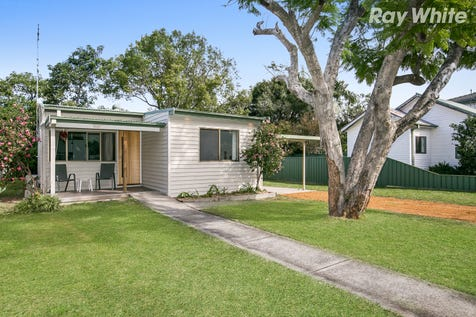100 Gallipoli Ave, Umina Beach, 2257, Central Coast - House / Tastefully Renovated  & Feature Filled / Balcony / Swimming Pool - Inground / Carport: 1 / Air Conditioning / Floorboards / Toilets: 2 / $640,000