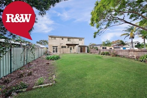 21 Haynes Avenue, Umina Beach, 2257, Central Coast - House / Big Home Big Block 923 sqm / Garage: 1 / P.O.A