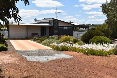 8 Place Street, Dowerin, 6461, East - House / Energy efficient / Garage: 1 / Air Conditioning / Ensuite: 1 / P.O.A