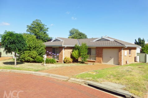 5 Todd Place, Orange, 2800, Central Tablelands - House / So Good to Come Home / Garage: 1 / $325,000