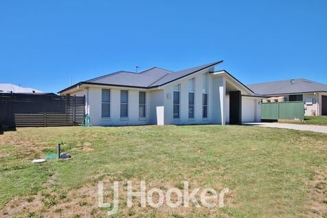 28 Blaxland Drive, Llanarth, 2795, Central Tablelands - House / PICTURE PERFECT / Garage: 2 / $490,000
