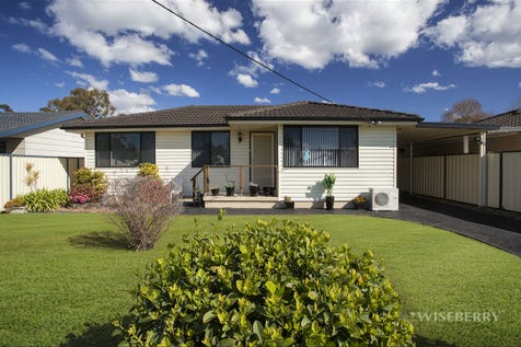 30 Shamrock Drive, Berkeley Vale, 2261, Central Coast - House / Delightful Cottage on Shamrock! / Garage: 3 / $520,000