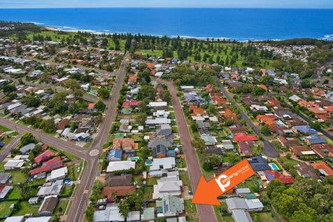 4 Phillip Street, Shelly Beach, 2261, Central Coast - House / Huge, Dual Accommodation Home / Garage: 4 / $890,000