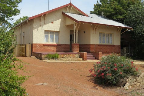 14 Gerald Terrace, Northam, 6401, East - House / Character Filled / Carport: 2 / Garage: 2 / Air Conditioning / Open Fireplace / Living Areas: 1 / $30,000