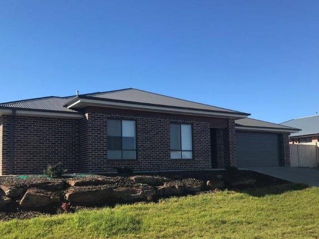 1/56 Ross Parkway, Gobbagombalin, NSW 2650