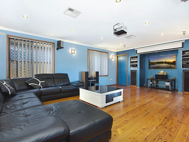 18 Macbeth Grove, St Clair, NSW 2759