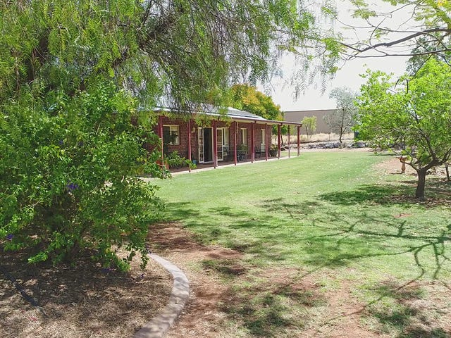 2 Little Bend, Breakaway, Mount Isa, Qld 4825