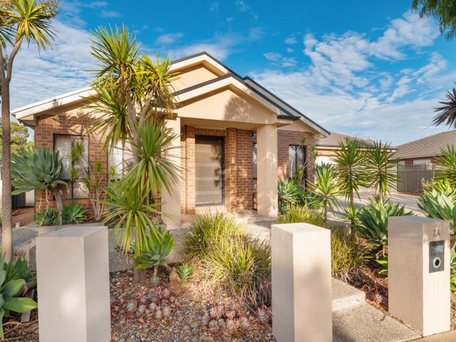 24 Buvelot Crescent, Caroline Springs, Vic 3023