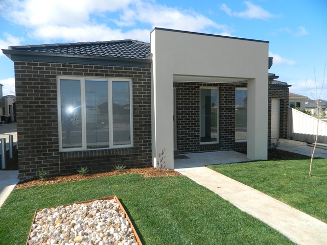 9/12 Fishburn Grove, Melton West, Vic 3337