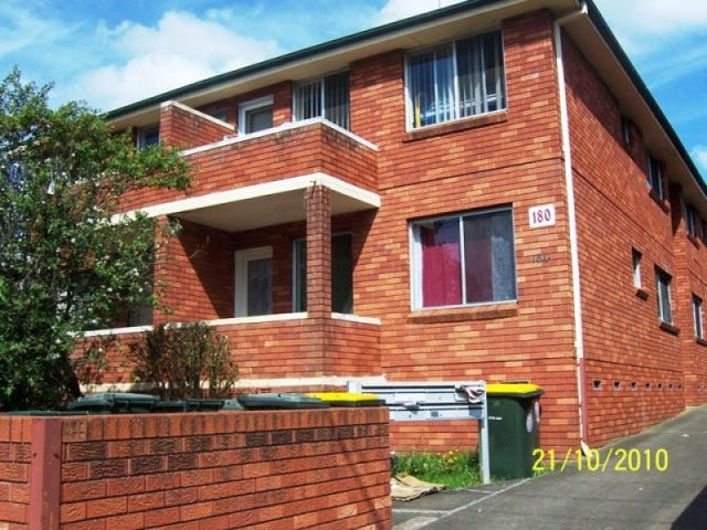 8/180 Lindesay Street, Campbelltown, NSW 2560