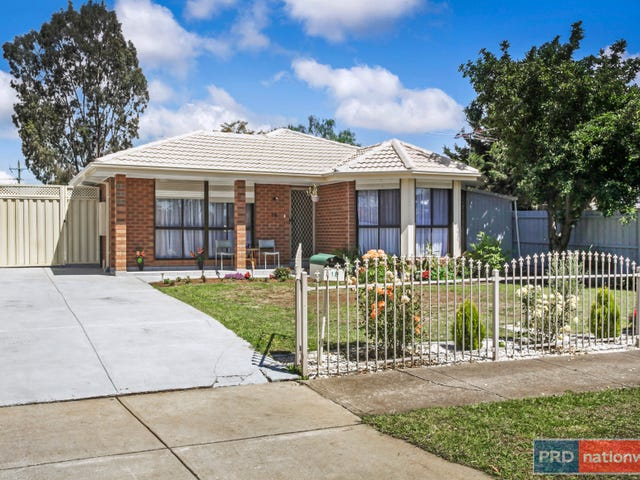 18 Oakfield Court, Melton South, Vic 3338