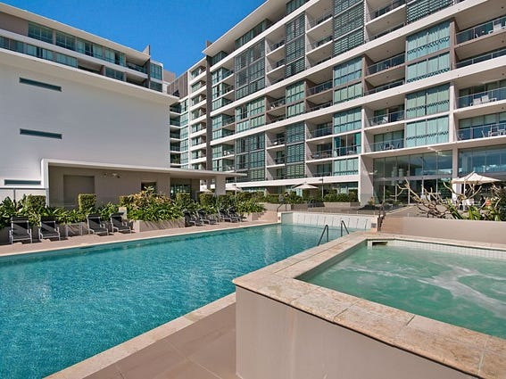 2119/33 T E Peters Drive, Broadbeach Waters, Qld 4218
