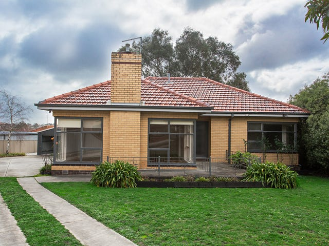 4 Mitchell  Court, Soldiers Hill, Vic 3350