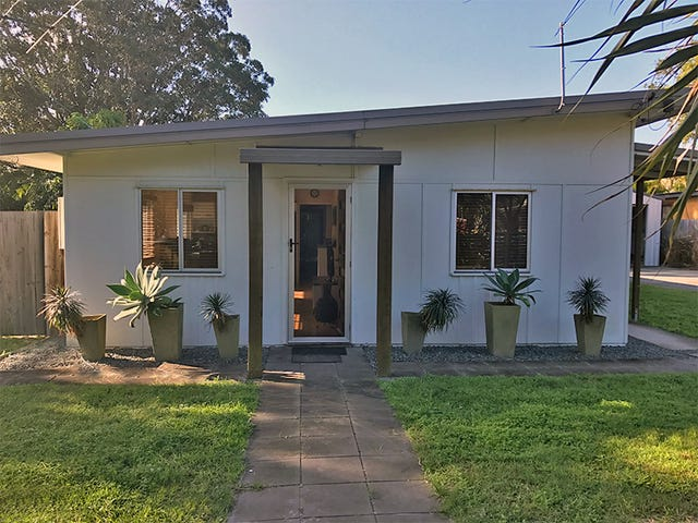 6 Cook Street, Amity Point, Qld 4183