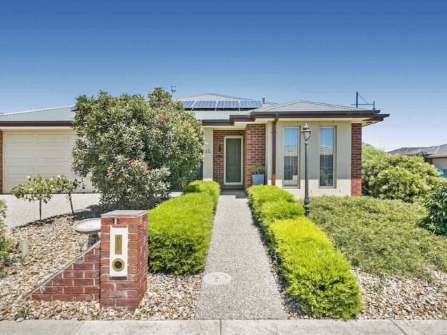 12 BUGLE LANE, Cranbourne West, Vic 3977