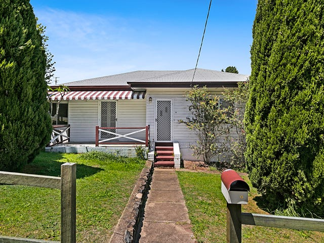 70 North Street, Mount Lofty, Qld 4350