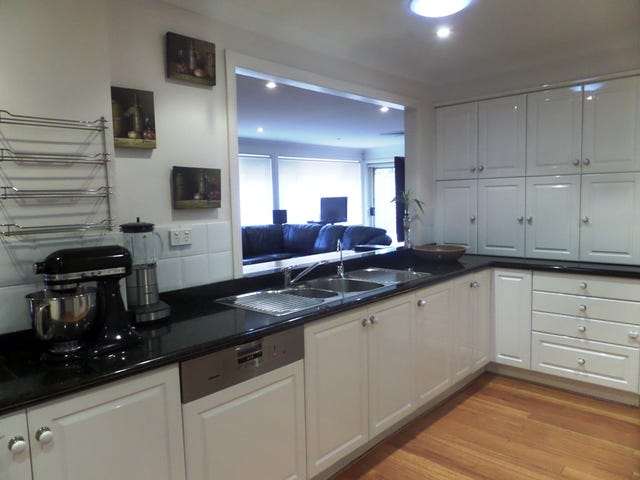 2 Cumberland Ave, Castle Hill, NSW 2154