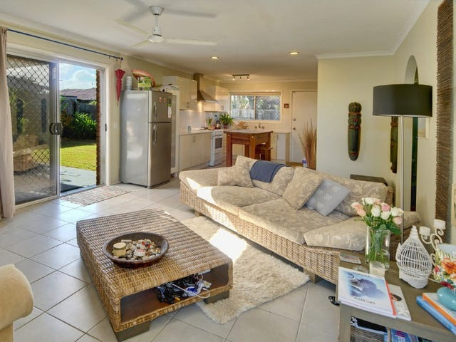 2/38 Saleng Crescent, Warana, Qld 4575