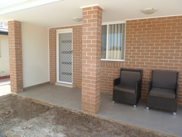 8a Dutch Place, St Clair, NSW 2759