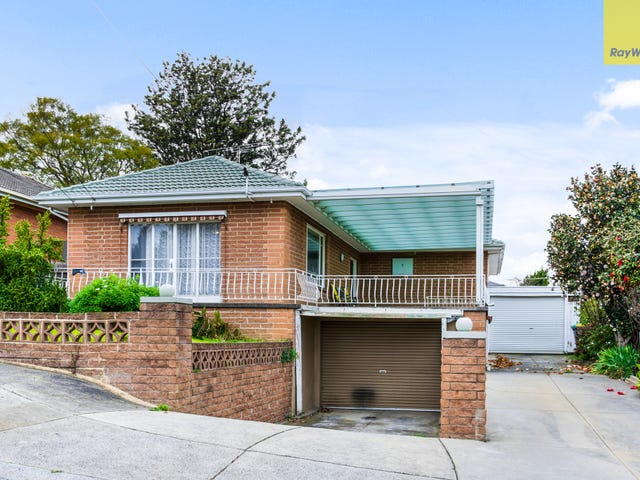 9 Hillside Grove, Airport West, Vic 3042