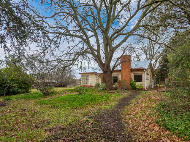 18 Morris Road, Woodend, Vic 3442