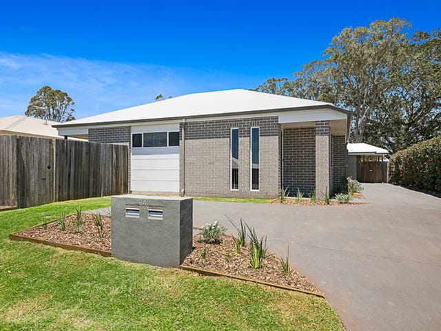 1 & 2/14 Sanctuary Drive, Cranley, Qld 4350