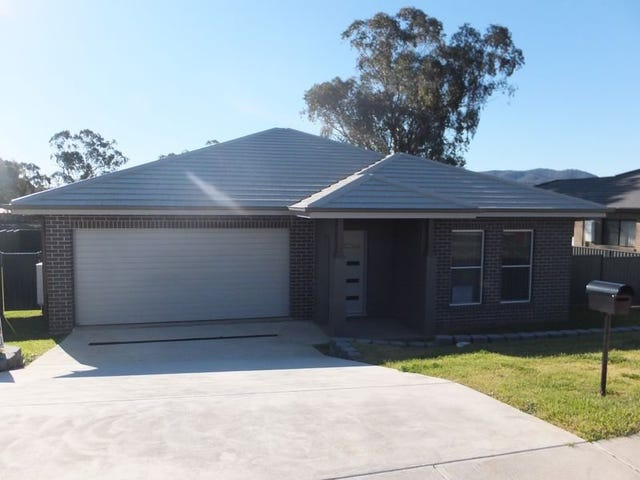 31 Falcon Drive, Tamworth, NSW 2340