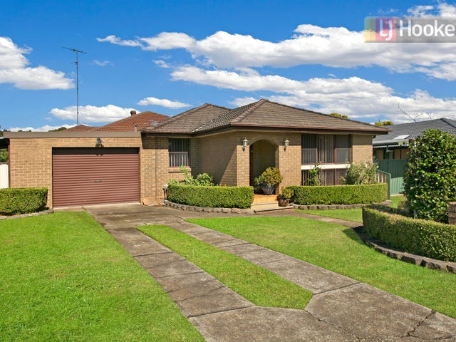 18 Macbeth Grove, St Clair, NSW 2759