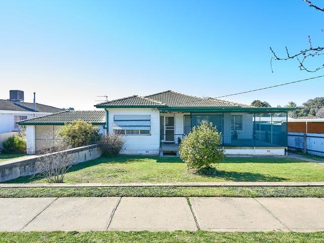 1 Tichborne Crescent, Kooringal, NSW 2650