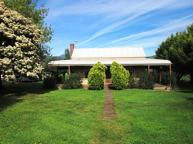 2046 Gundowring Road, Gundowring, Vic 3691