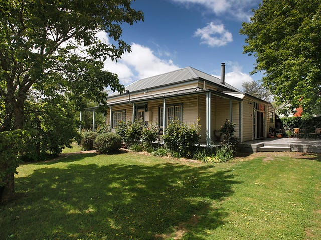 16 Forest Street, Woodend, Vic 3442