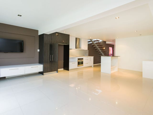 16 Ashbourne Terrace, Biggera Waters, Qld 4216
