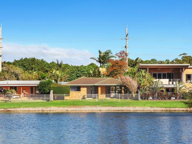 19 Tahiti Avenue, Palm Beach, Qld 4221