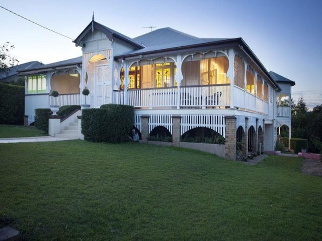 61 CONSTITUTION ROAD, Windsor, Qld 4030