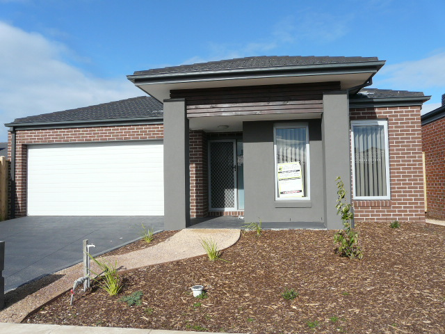 16 Ostend Crescent, Point Cook, Vic 3030