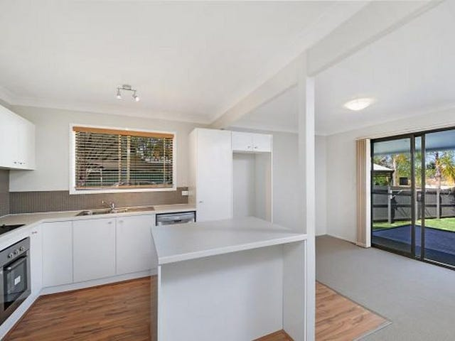 2/168 Whiting Street, Labrador, Qld 4215