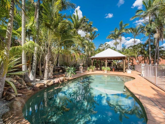 16 St Andrews Crescent, Carindale, Qld 4152