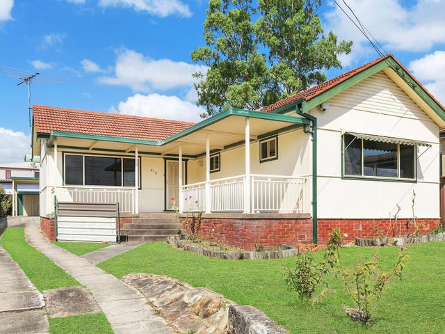 209 Henry Lawson Drive, Georges Hall, NSW 2198