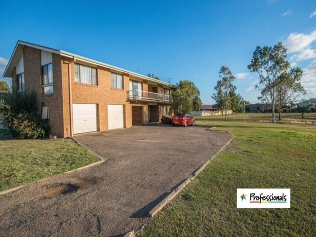 2/4 Illoura Street, Tamworth, NSW 2340