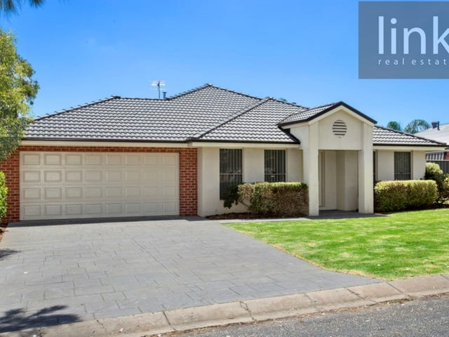 98 Hotham Circuit, Thurgoona, NSW 2640
