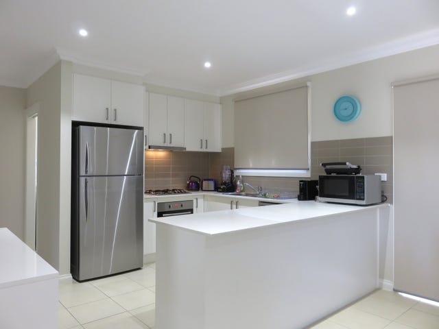 2/6 Hermione Terrace, Epping, Vic 3076