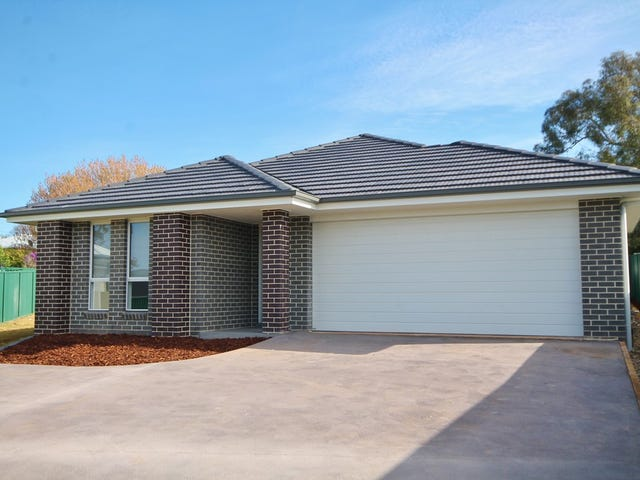 8 Molloy Place, Young, NSW 2594
